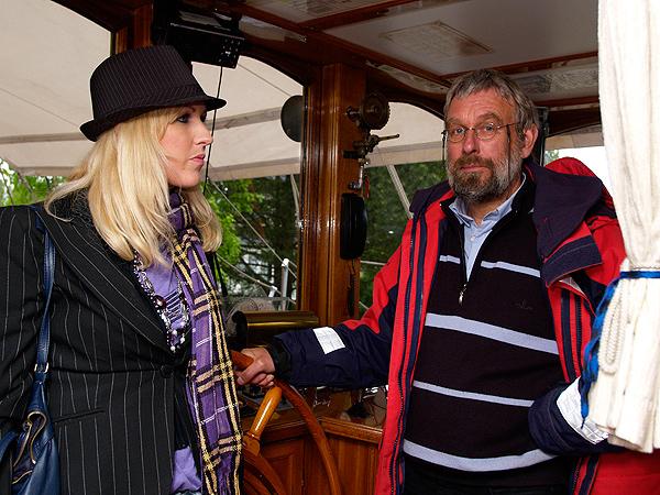 Kapitein Aent Kingma is de gezagvoerder en reisgids op het meestal langs Oostzeekusten varende zeilcruiseschip Aphrodite. Dit jaar laat hij u de mooiste havenplaatsen aan de voormalige Zuiderzee en op het Wad zien.